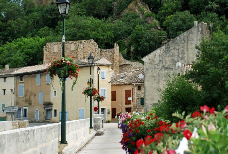 Marché du village à Suze-la-Rousse - 0