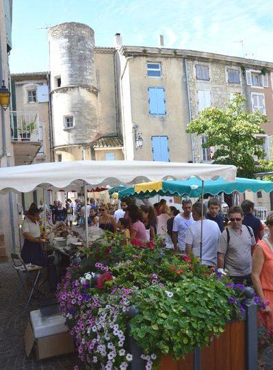 Marché hebdomadaire à Saint-Paul-Trois-Châteaux - 0